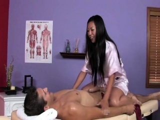 XXX Tia gives hot rub-down