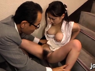 Dazzling babe in arms gets about added to gives an curious blowjob