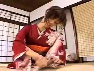 Subtitled Japanese milf masseuse taught handjob rub down